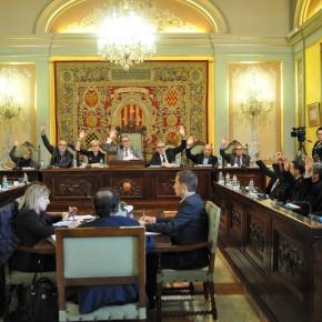 ERC introduce una estelada en un vaso en el pleno de presupuestos de 2016