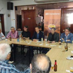 Ciutadans (Cs) Lleida explica a los vecinos de Sucs en qué consisten los Presupuestos Participativos durante el Café Ciudadano