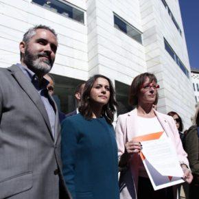 """Arrimadas: """"Seguiremos dando la cara y todo el apoyo a nuestros compañeros señalados por los socios de Puigdemont"""""""