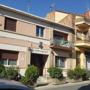 Cs Alpicat pide al gobierno municipal que reponga las banderas oficiales en la fachada del Ayuntamiento