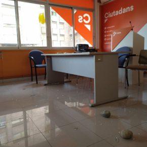 Ciudadanos denuncia un nuevo ataque con piedras en su sede de Lleida y condena cualquier tipo de violencia y coacción
