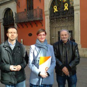 """Ángeles Ribes (Cs): """"Exigimos la retirada de los lazos amarillos colgados en el balcón de la Diputación de Lleida"""""""